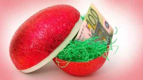 Δώρο Πάσχα: Πότε πληρώνεται και πώς θα υπολογίσετε πόσα χρήματα θα πάρετε