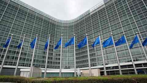 Η ΕΕ σχεδιάζει αυστηρότερη νομοθεσία για το Facebook και το Gmail