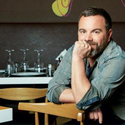 """Ο σεφ Βασίλης Καλίδης, επισκέπτεται και μαγειρεύει στο πασχαλινό παζάρι του """"Ορίζοντα"""""""