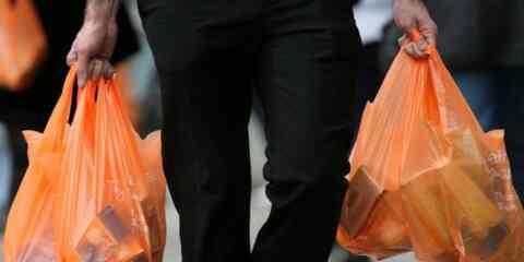 Στα 4 εκατ. ευρώ τα έσοδα του κράτους από το τέλος πλαστικής σακούλας