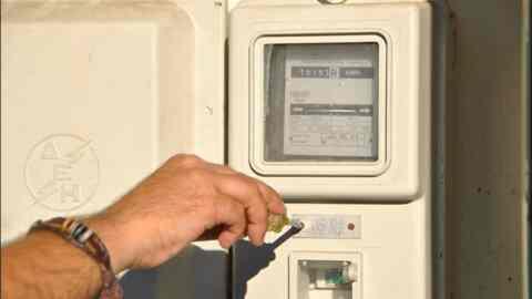 Κατά 70% μειώθηκαν οι νέες συνδέσεις καταναλωτών στο δίκτυο ηλεκτρικής ενέργειας στα χρόνια της κρίσης