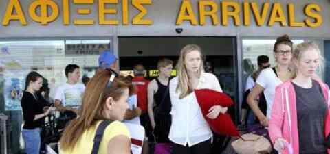 EΣΕΕ: Οι Ελληνες «χρηματοδοτούν» τον εσωτερικό τουρισμό με 2 δισ. ευρώ ετησίως