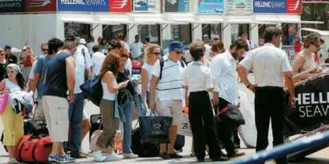 Μειώθηκε κατά 3,1% η μέση ταξιδιωτική δαπάνη στο τετράμηνο