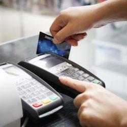 Πάνω από 5 δισ. ευρώ θα δαπανήσουν σε ηλεκτρονικές αγορές 4 εκατ. Έλληνες. Πού ξοδεύουν τα περισσότερα