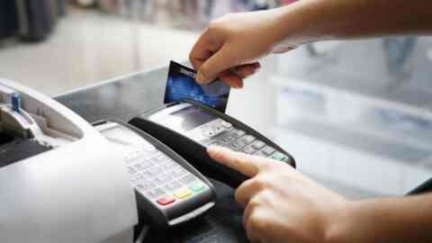 Αύξηση των συναλλαγών με κάρτες αναμένεται το 2019