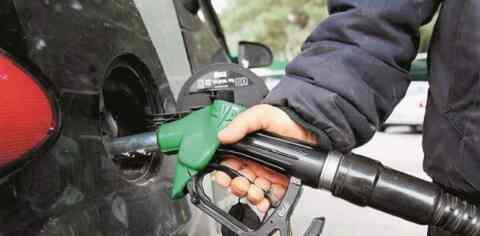 Συνεχίζει την ανηφόρα η τιμή της αμόλυβδης βενζίνης