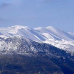 Πυκνό χιόνι καλύπτει τις κορυφές της Κρήτης