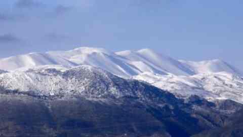 Ο Ορειβατικός στην κορυφή Τζελιάς στα Λευκά Όρη
