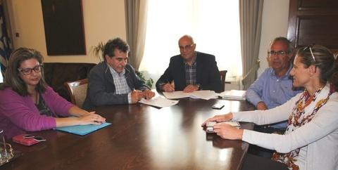 Υπογραφή σύμβασης για την συντήρηση αθλητικών χώρων του δήμου Χανίων