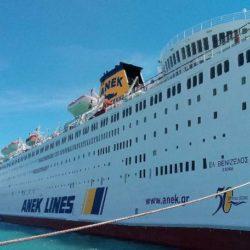"""Ανοικτά του Πειραιά, με 383 ναυτικούς παραμένει για πέμπτη μέρα το """"Ελευθέριος Βενιζέλος"""" της ΑΝΕΚ"""