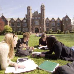 «Τίποτε δεν αλλάζει για τις σπουδές στη Βρετανία μέχρι και το 2020»