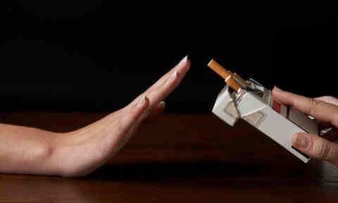 Η Ελληνική Αντικαρκινική Εταιρία ζητά απαγόρευση του καπνίσματος και σε ανοικτούς δημόσιους χώρους