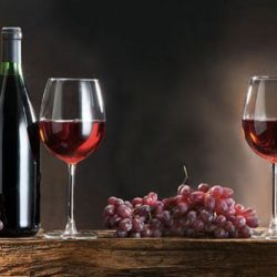 Ανοιχτό το ενδεχόμενο να καταργηθεί ο φόρος στο κρασί