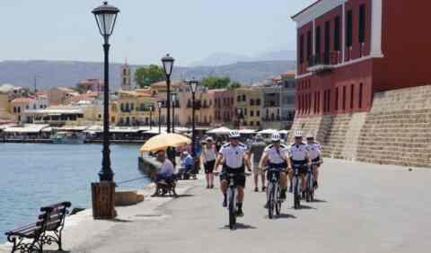 Άρχισαν τις περιπολίες τους οι αστυνομικοί ποδηλάτες στα Χανιά