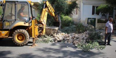 Κατεδαφίσθηκε επικίνδυνο τοιχίο στην οδό Σελίνου