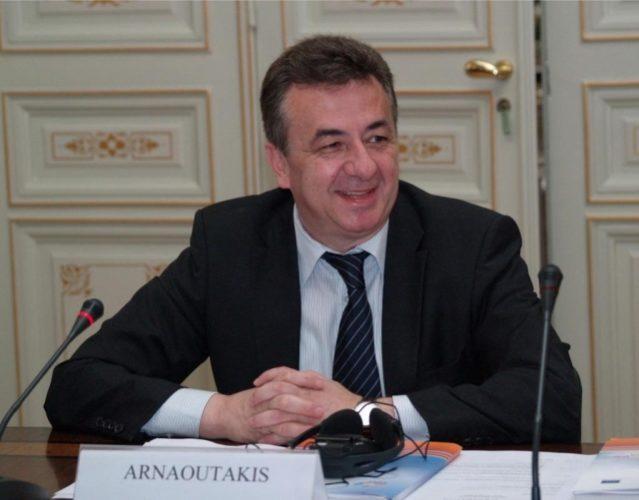 Επαφές Αρναουτάκη στην Αθήνα για αναπτυξιακό νόμο και ΕΣΠΑ