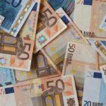 Νέα έρευνα: Οι φτωχοί μοιράζονται τα λεφτά τους - Οι πλούσιοι είναι τσιγκούνηδες