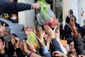 Στα όρια της φτώχειας ένας στους τρεις Έλληνες. Στερούνται ακόμη και βασικών αγαθών