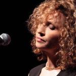 Η Γλυκερία τραγουδά για την στήριξη του συσσιτίου της Μητρόπολης Κυδωνίας και Αποκορώνου