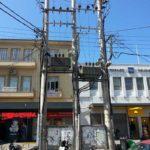 Την απομάκρυνση των τριών τσιμεντένιων στύλων από τα Νέα Καταστήματα, ζητά ο δήμος Χανίων