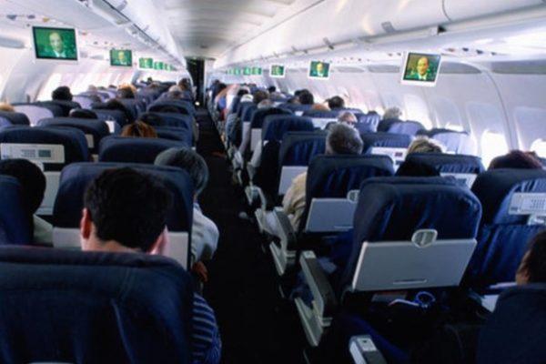 """Τι πρέπει να γνωρίζουν όσοι ταξιδεύουν με αεροπλάνο. Ο «δεκάλογος"""" της Κομισιόν"""