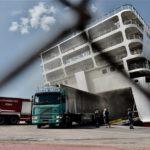 Ακόμη σιγοκαίει η φωτιά στο «Βενιζέλος»