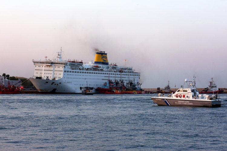 """Φωτιά στο γκαράζ του πλοίου """"Ελευθέριος Βενιζέλος"""". Νύχτα θρίλερ για 875 επιβάτες"""