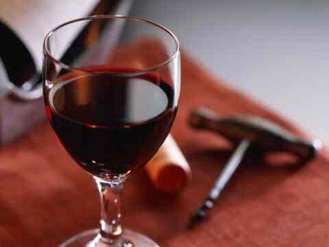 Η κατανάλωση αλκοόλ με μέτρο, περιορίζει τις πιθανότητες εμφάνισης άνοιας