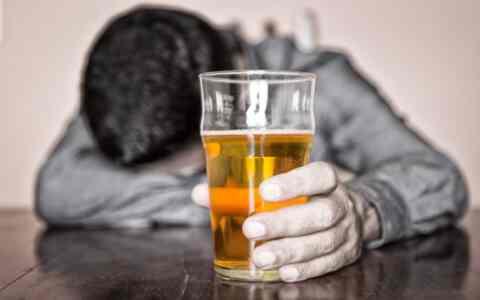 Σεμινάρια για τον αλκοολισμό από το πρόγραμμα αυτοβοήθειας Χανίων