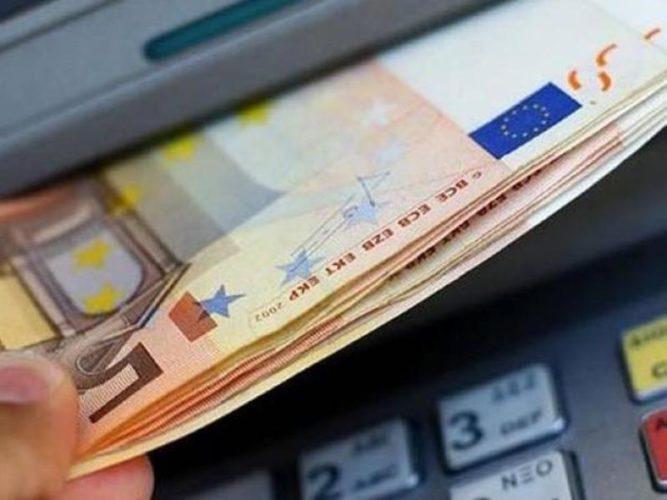 Με αυξημένη χρέωση οι αναλήψεις από ΑΤΜ άλλων τραπεζών