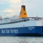 «Φιλήθηκαν» τα δύο πλοία με προορισμό την Κρήτη, στο λιμάνι του Πειραιά