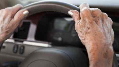 Παρατείνεται η ισχύς των διπλωμάτων οδήγησης των άνω των 74 ετών