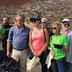 Εθελοντές καθάρισαν την παραλία των Αφράτων στο Κολυμπάρι