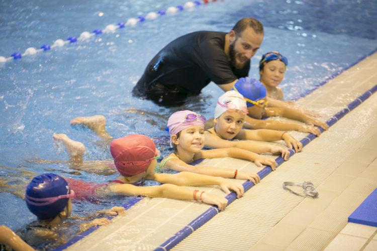 Αρχίζουν και φέτος τα μαθήματα κολύμβησης στα δημοτικά σχολεία