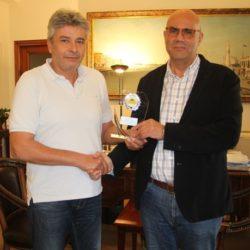 Ο Σύλλογος Ιδιοκτητών Παλαιών Αυτοκινήτων Κρήτης, τίμησε τον δήμαρχο Χανίων