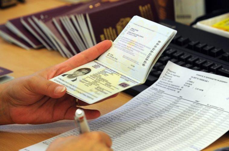 Χιλιάδες άνθρωποι επιχείρησαν να φύγουν από την Ελλάδα με πλαστά ταξιδιωτικά έγγραφα