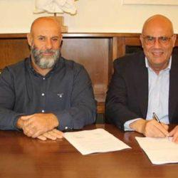 Υπεγράφη η σύμβαση για την ανάπλαση της πλατείας Μουζουρά στο Ακρωτήρι