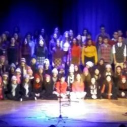 Εντυπωσίασαν τα παιδιά της παιδικής-εφηβικής χορωδίας του δήμου Χανίων