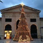 Μέσω internet η φωτοδότηση του Χριστουγεννιάτικου δέντρου στην Δημοτική Αγορά, την Τετάρτη