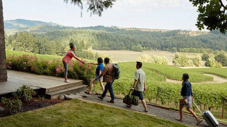 «Ανοιγμα» της Airbnb σε εμπειρίες αγροτουρισμού