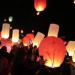 Εκατοντάδες ιπτάμενα φανάρια γέμισαν τον ουρανό των Χανίων