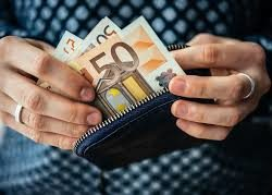 Κοντά στα 50 ευρώ η αύξηση του κατώτατου μισθού