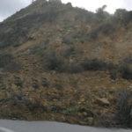 Πολλά προβλήματα από την κακοκαιρία στο Νομό.  Έπεσε μισό βουνό μέσα στο δρόμο!