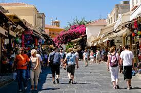 Ήρθαν περισσότεροι, έμειναν λιγότερο στην Ελλάδα το πρώτο εννιάμηνο του 2019