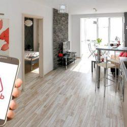 Airbnb: Αυξάνεται η προμήθεια για τους ιδιοκτήτες, μηδενίζεται για τους επισκέπτες