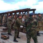 Στρατιωτική γέφυρα τοποθετείται στον Αλικιανό