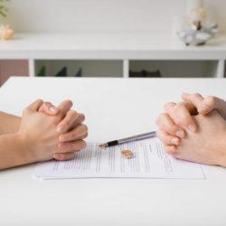 Τα «κρούσματα» βίας, σεξ και… διαζυγίων  στη χώρα μας την εποχή του νέου κορωνοϊού
