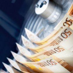 «Φρένο» στις συναλλαγές με μετρητά και κατάργηση τεκμηρίων εξετάζει το υπουργείο Οικονομικών