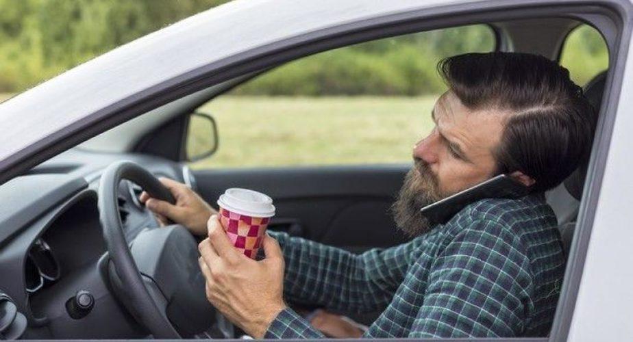 Αυτό είναι το προφίλ των Ελλήνων οδηγών: Δεν φορούν ζώνη, βρίζουν και μιλούν στο κινητό