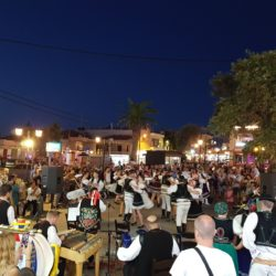 Χοροί από την Κρήτη και την Σλοβακία, στο κέντρο του Πλατανιά